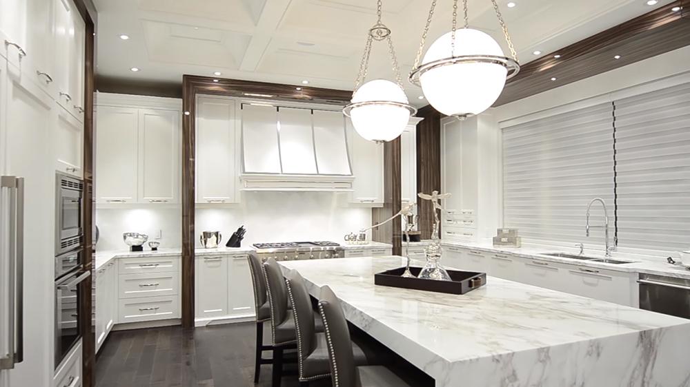 Thiết kế nội thất biệt thự hiện đại KĐT Ecopark với căn bếp màu trắng