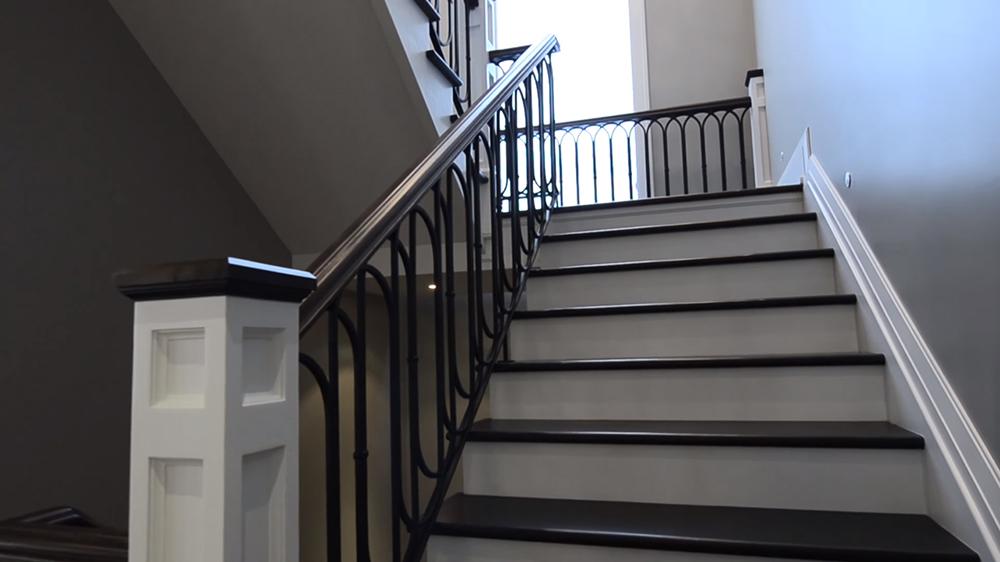 Thiết kế nội thất biệt thự hiện đại KĐT Ecopark với cầu thang thông thoáng