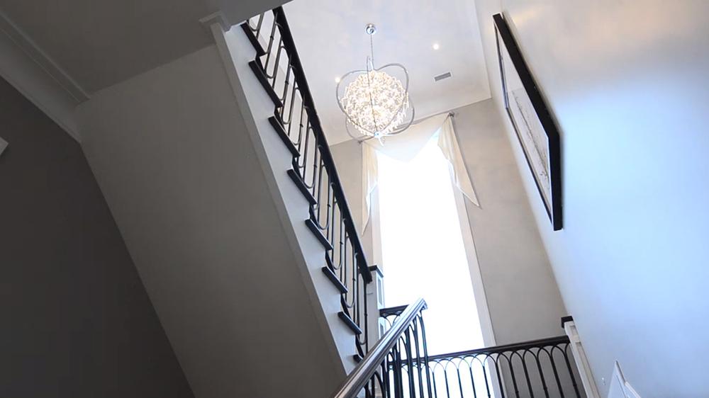 Thiết kế nội thất biệt thự hiện đại KĐT Ecopark với cầu thang ngập tràn ánh sáng