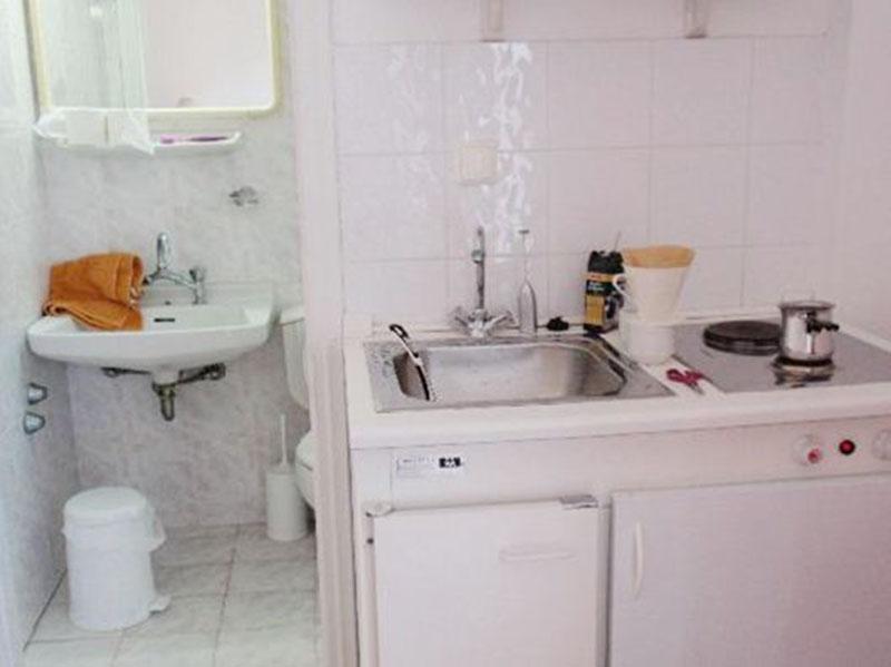 Cách hóa giải hướng nhà phạm tuyệt mệnh - Giường ngủ hoặc bếp gần nhà vệ sinh