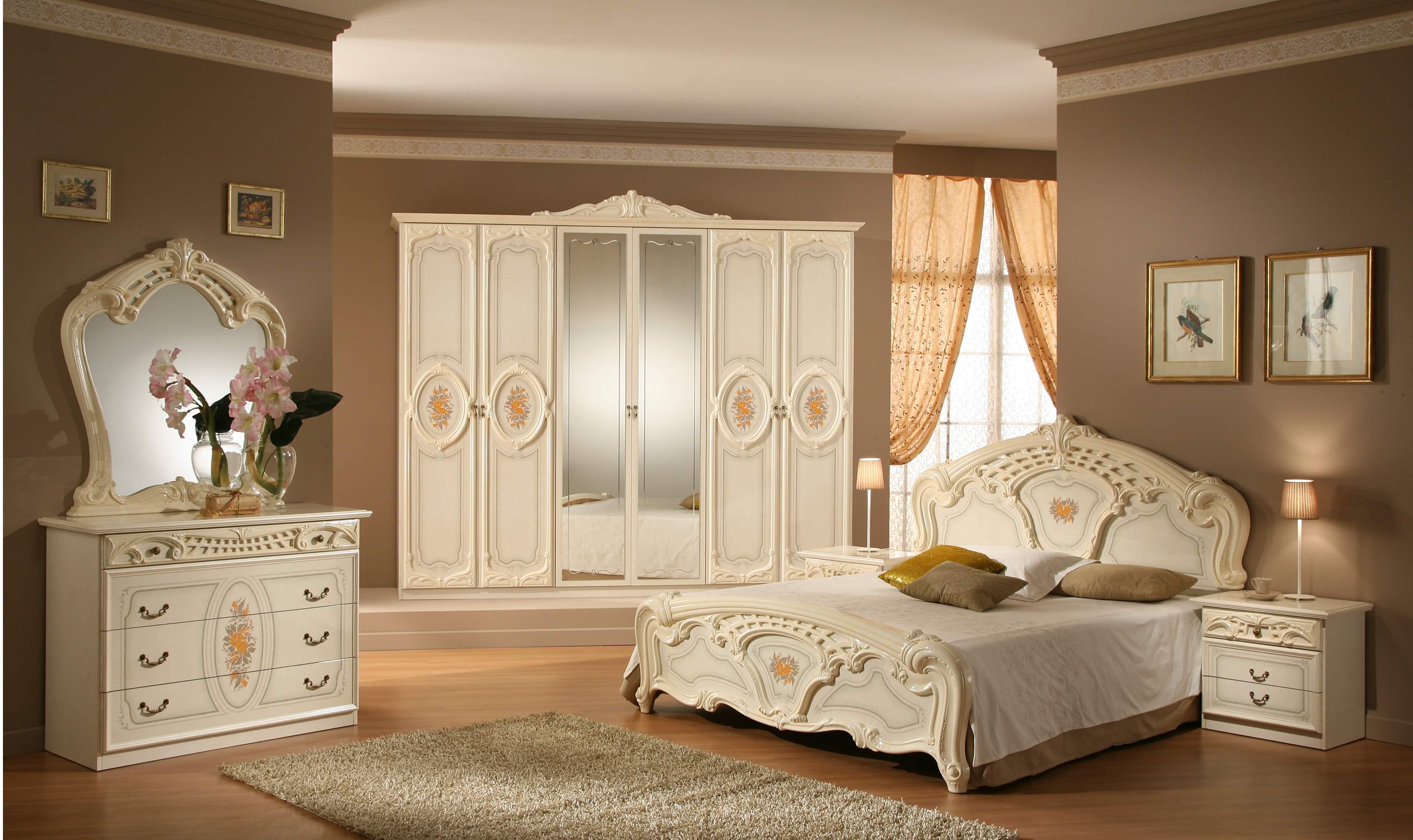 Phòng ngủ đầy đủ tiện nghi của mẫu nhà phố 5 tầng tân cổ điển