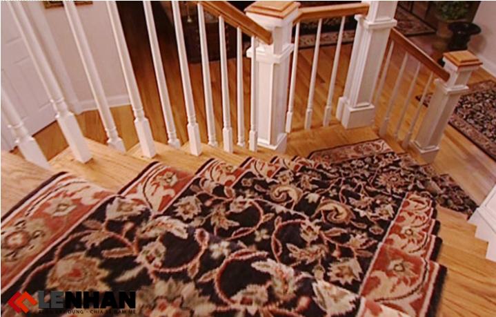 đẹp mắt hơn với cách trang trí cầu thang bằng thảm trải
