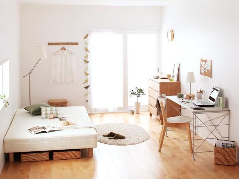 một phòng khách sạch sẽ và gọn gàng khiến không gian trở nên hiện đại, thông thoáng hơn