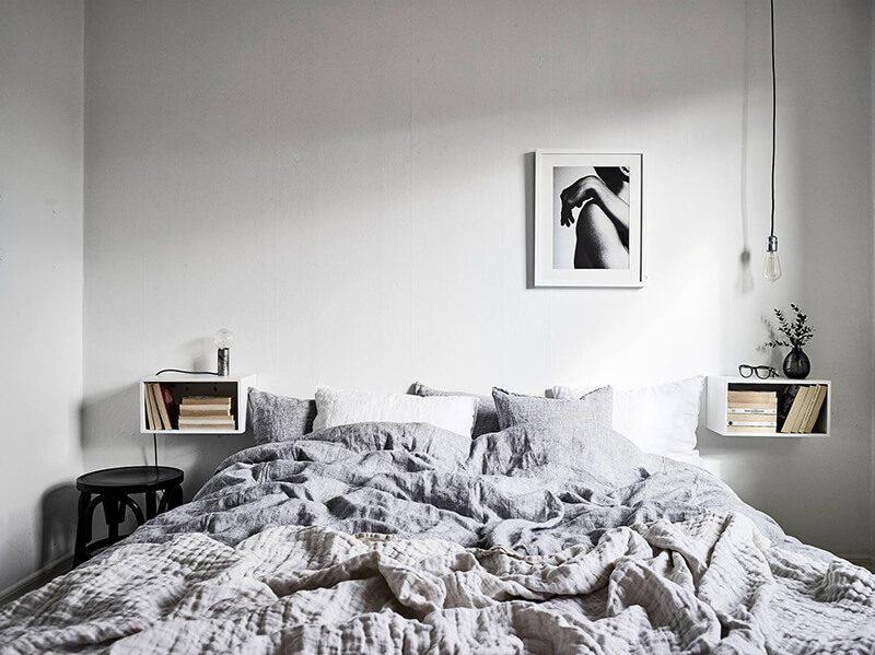 lựa chọn các gam màu tương phản giúp không gian phòng ngủ thêm phần ấn tượng