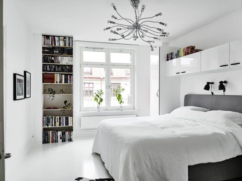 gam màu trắng tinh tế giúp phòng ngủ Bắc Âu thêm phần sang trọng, tinh tế