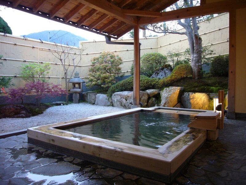 vẻ đẹp của mẫu nhà tắm ngoài trời đầy tinh tế