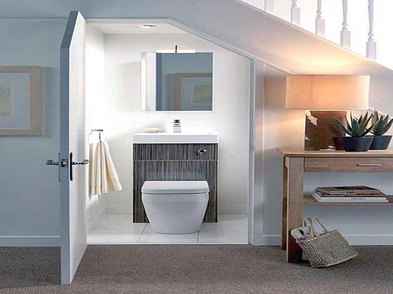 bố trí wc dưới gầm cần thang sẽ hút hết tài lộc của gia chủ