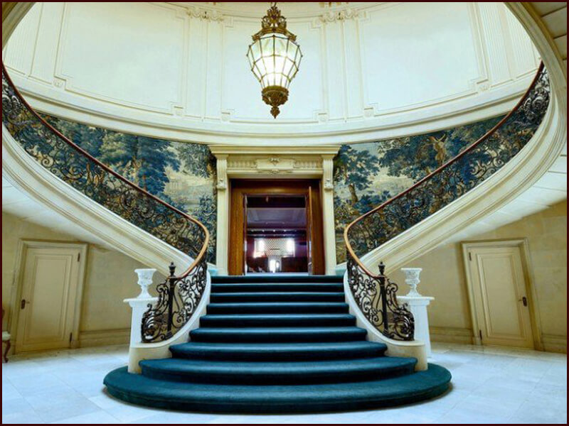 cầu thang được thiết kế màu sắc phù hợp sẽ giúp làm nổi bật, điểm nhấn đẹp mắt
