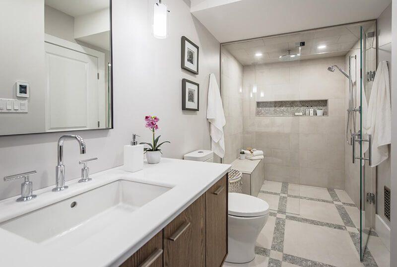 phòng tắm sử dụng vòi rửa đa năng giúp tiết kiệm tối đa diện tích