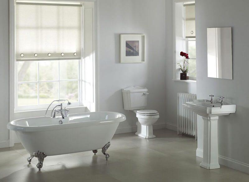 việc sử dụng gương và cửa kính giúp không gian nhà tắm được mở rộng hơn