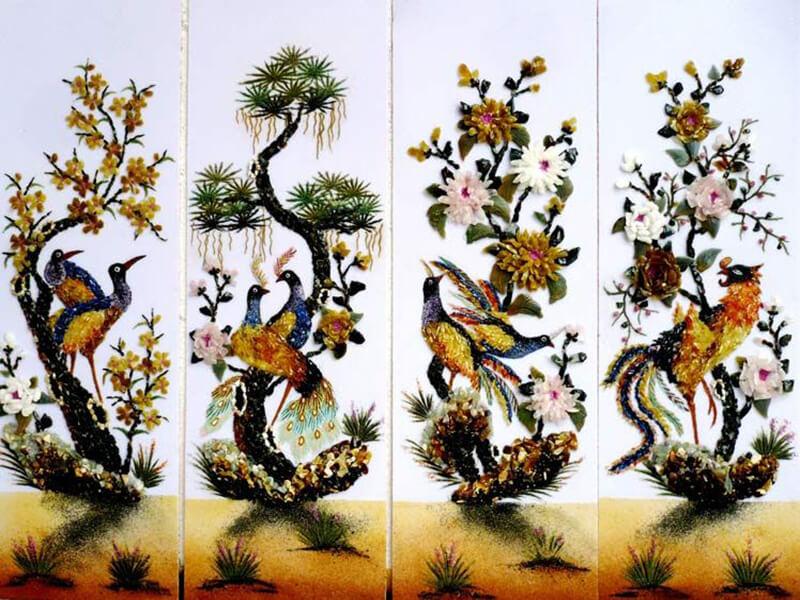 Treo tranh Tứ quý ở cầu thang mang đến hưng thịnh cho gia chủ