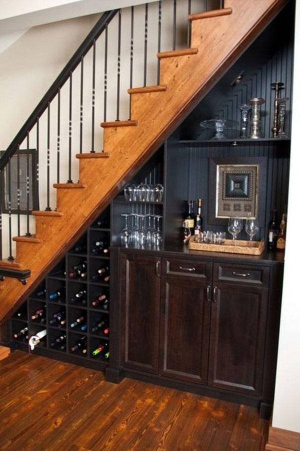 Quầy bar được thiết kế tại gầm cầu thang