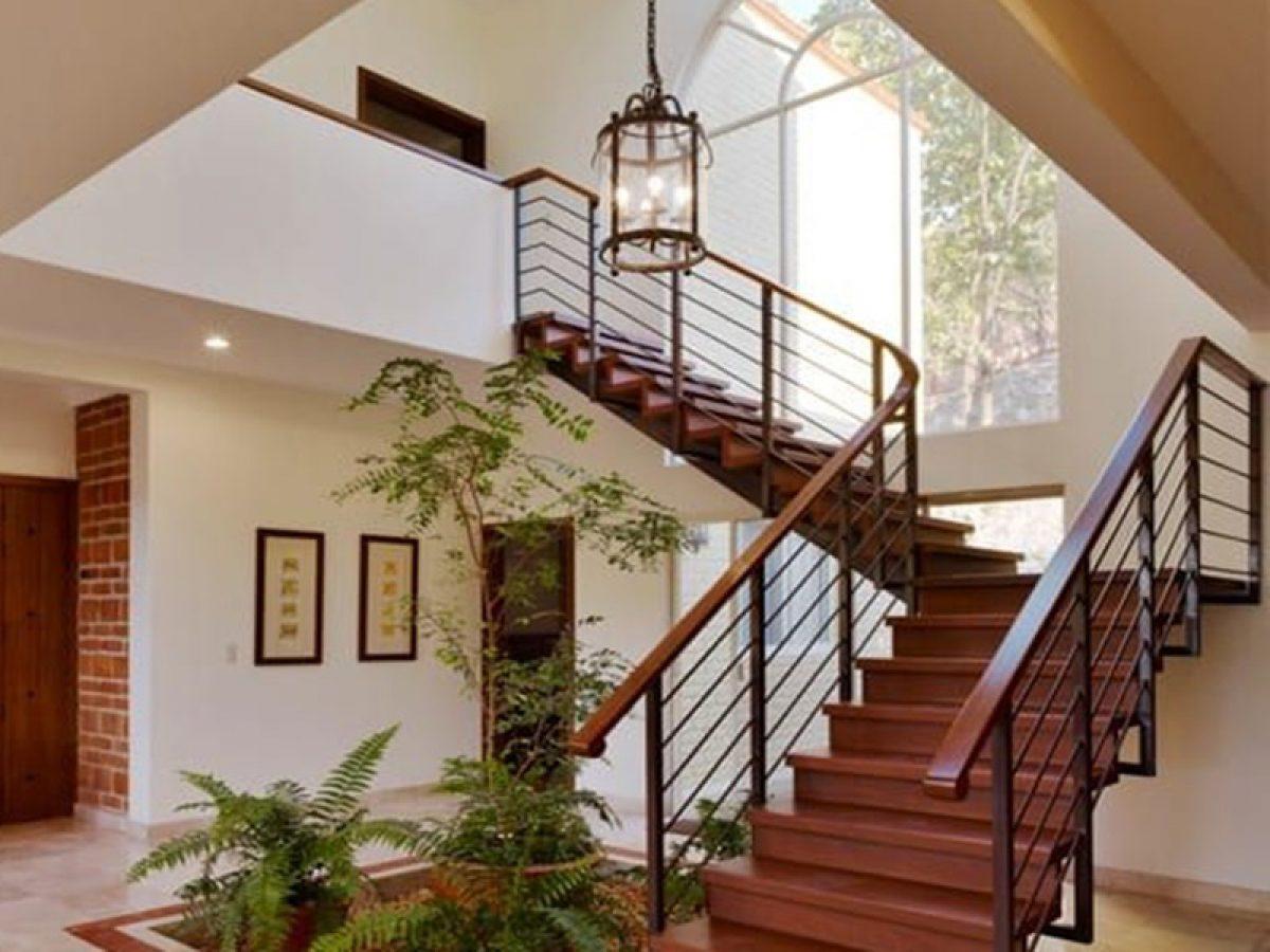 Thiết kế giếng trời trên cầu thang – Sự kết hợp điểm 10 cho ngôi nhà