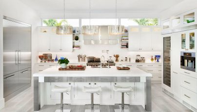 Thiết kế nội thất phòng bếp với sắc trắng hiện đại